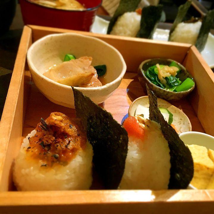 """ふと食べたくなる温かい味。東京都内にある絶品""""おにぎり専門店""""7選"""