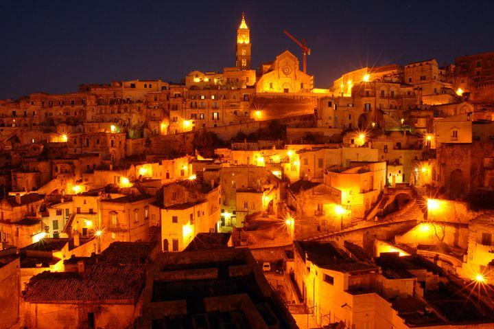"""イタリアの隠れた世界遺産!一度は見るべき""""マテーラの洞窟住居""""の美しさ"""