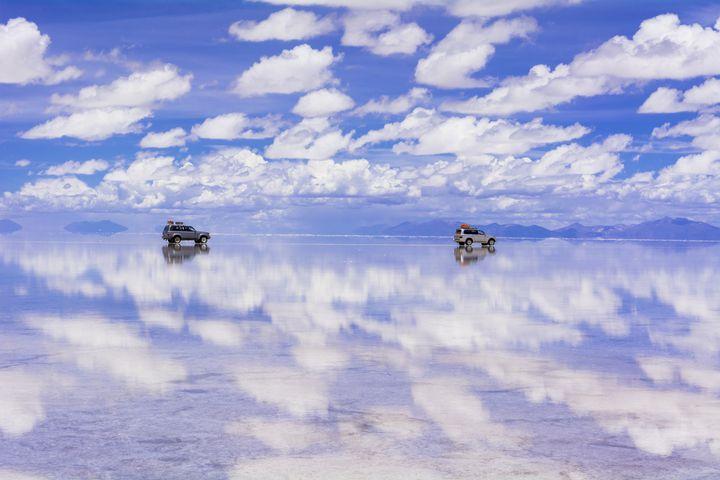 これで準備バッチリ!ウユニ塩湖で鏡張りを楽しむための必須アイテムはこれだ