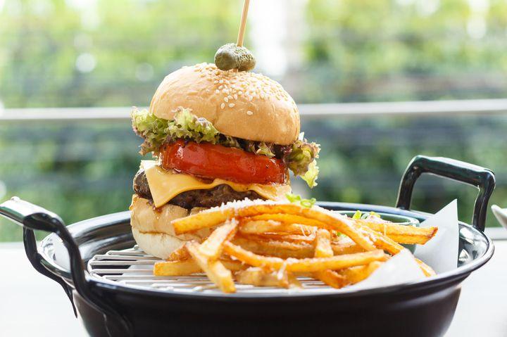 ビール×ハンバーガー。大阪にオープンした「YES!BURGER」が気になる
