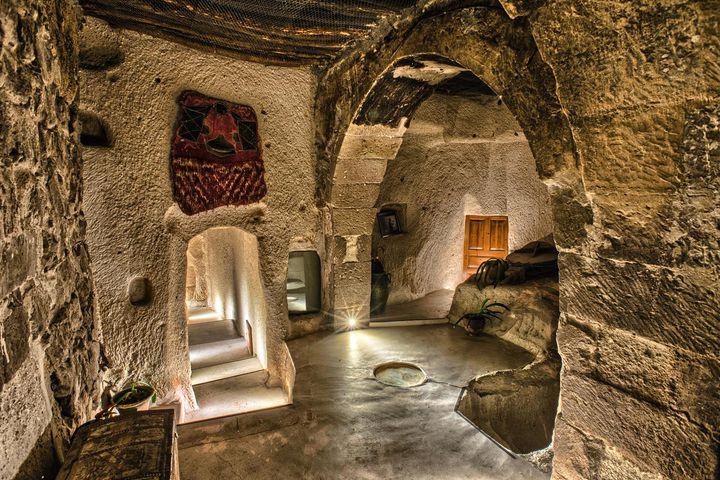 """気分は冒険家。一度は泊まってみたい夢のような世界の""""洞窟ホテル""""7選"""