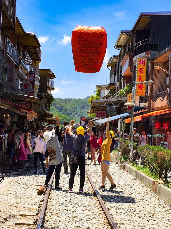 空に願いを込めて。台湾のフォトジェニックな街「十分」の5つの魅力と ...