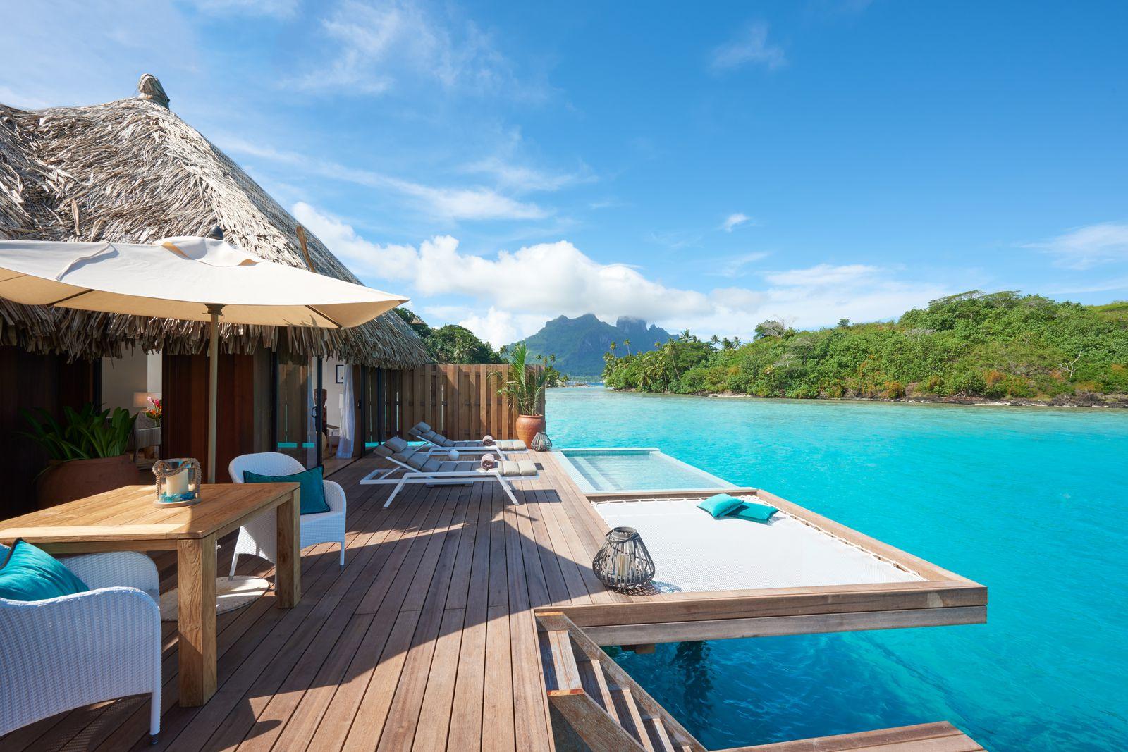 南太平洋に浮かぶフランス領の118の島々・タヒチ。どの島も驚くほど美しい海に囲まれていて、ぜいたくなひとときを過ごせます。友人とはしゃぎたい人も、恋人とゆっくりしたい人も。今すぐ行きたくなる理由を6つ紹介します。