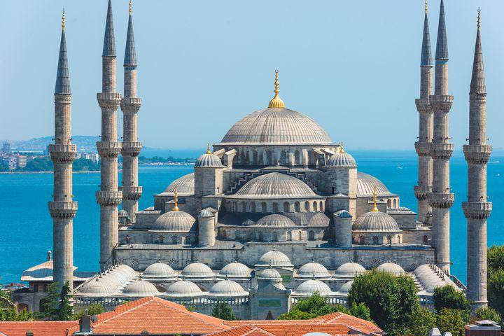RPGのラスボスがここに。トルコの代表的モスク「スルタンアフメト・モスク」とは