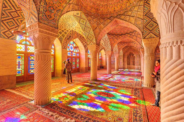 万華鏡のような美しさ。イランにある話題のスポット「ピンクモスク」とは