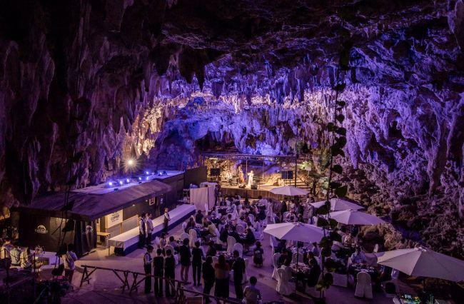 【終了】天然の鍾乳洞で特別な日を!沖縄に「洞窟ライブ&レストラン」限定オープン