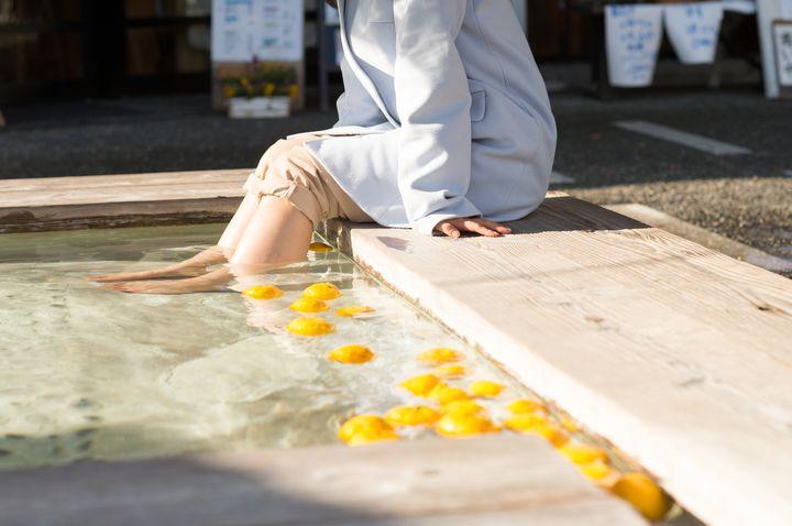 なかには、足湯のある施設もあります。足は第二の心臓といわれているだけあって、少しつかるだけでも体はとっても温まります。時間がない人はぜひ利用してくださいね。