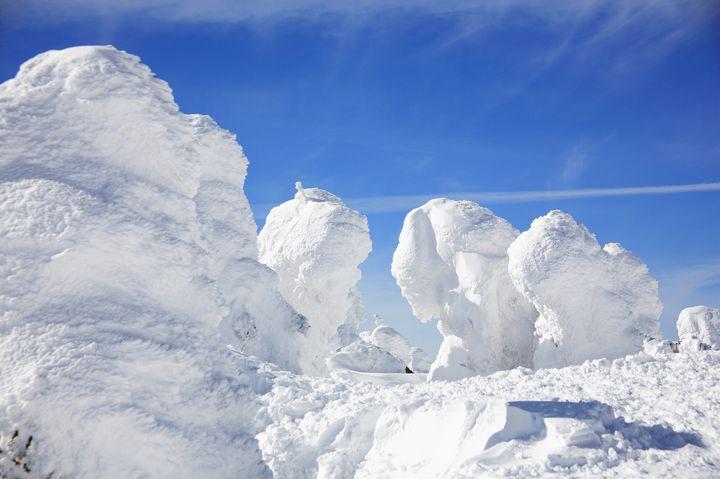 雪と光が織りなす自然のページェント。厳冬が作り出す北日本の絶景9選