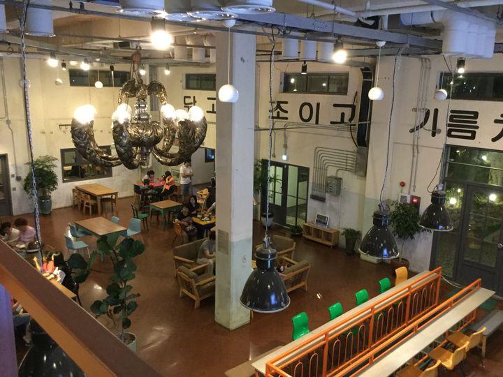 【在韓者が教える】家具会社が運営!古い建物を活かしたリノベーションカフェ
