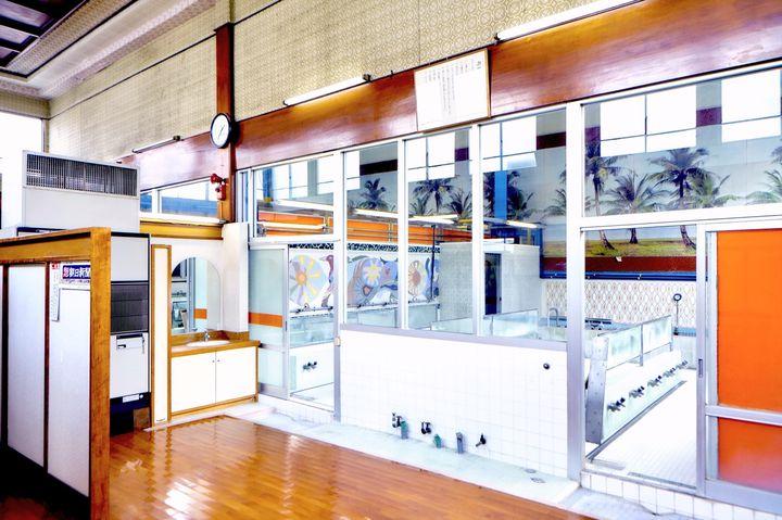 【終了】元銭湯がアート空間に変身!東京・根津で「脱衣場で芸術家と文通する日」開催