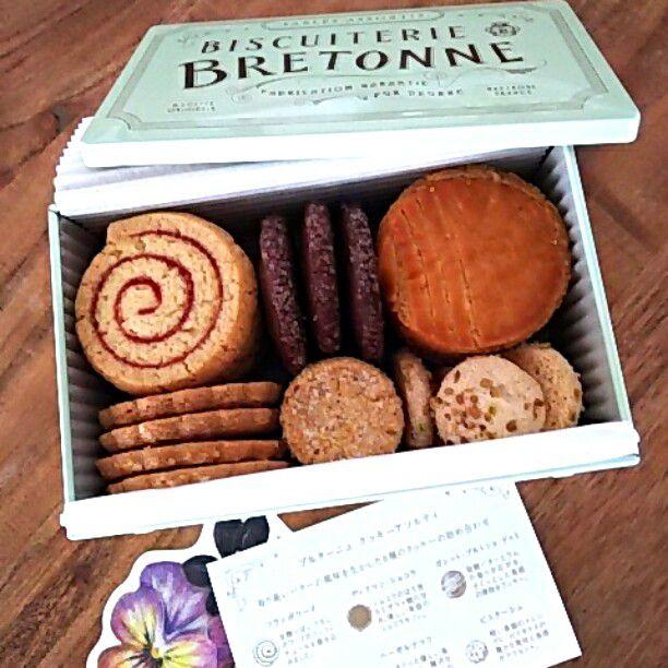 プレゼントや手土産の定番!日本全国の人気のクッキー缶10選
