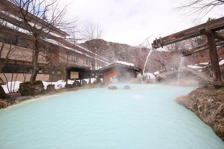 関東にも雪景色が綺麗な温泉はある。雪と一緒に楽しむ温泉地ならここ!