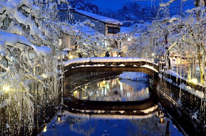ほら、窓の外は雪景色。冬に行きたい日本国内の温泉街・温泉地を厳選ピックアップ