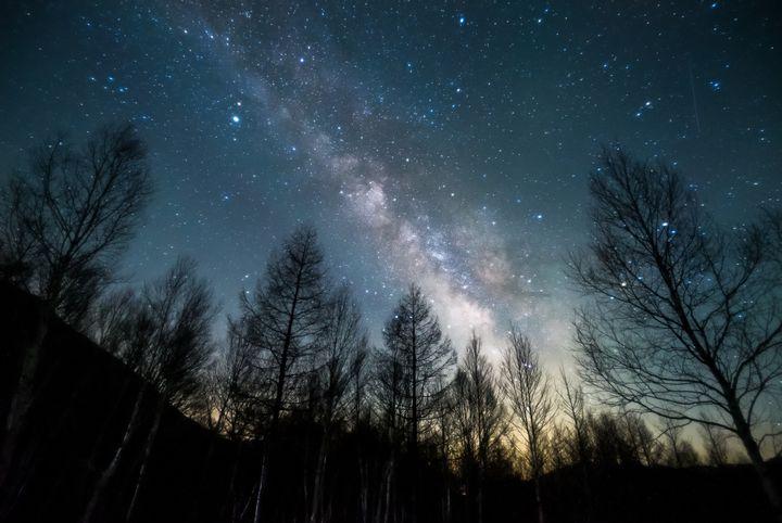 頭上には満天の星空、私は思わずカメラを構える。東日本の星空撮影スポット10選
