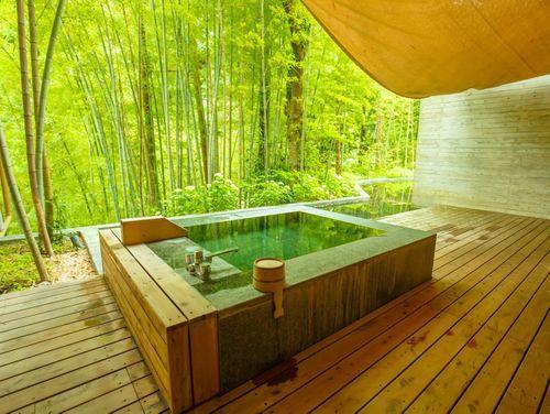 温泉好きがおすすめする!緑の絶景広がる初夏に行きたい絶景『新緑露天風呂』8選