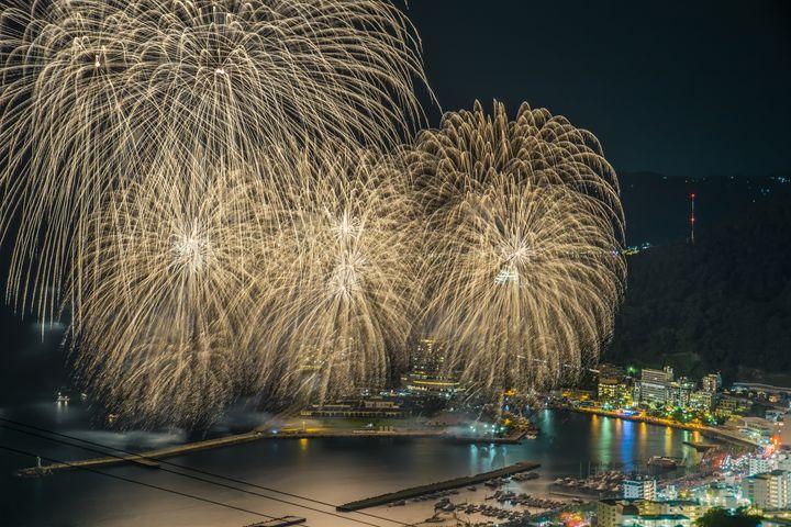 【開催中】2021年初花火は熱海で!「熱海会場花火大会」冬の日程まとめ