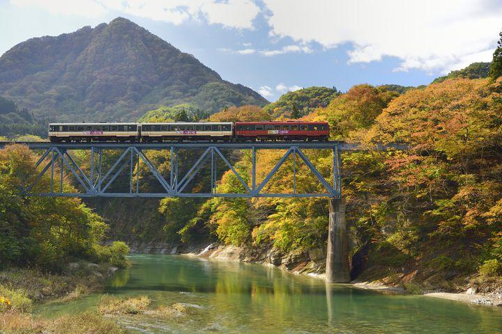 移動も特別なひとときに。この冬乗りたい国内ローカル列車9選【北海道・東北】