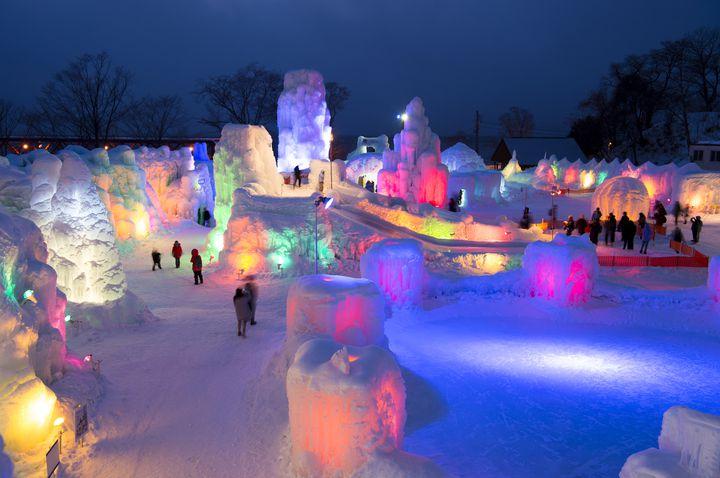 冬にしか見られない絶景!この冬は北海道・支笏湖の「氷濤まつり」に行きたい