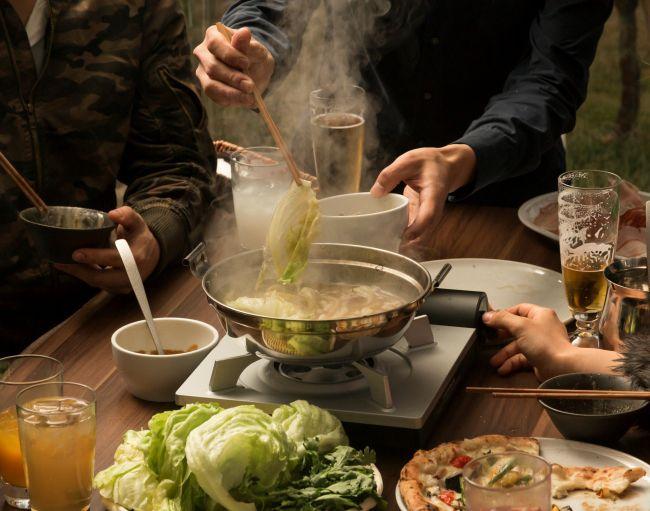 """鍋でくつろぐ至福のひととき。滋賀・草津の""""こたつガーデン""""が人気らしい"""