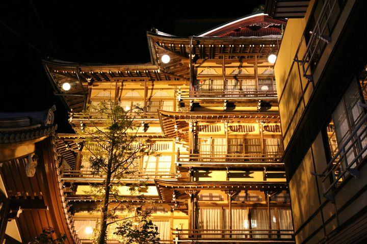 油屋モデルは日本にも?長野の老舗旅館「渋温泉金具屋」とは