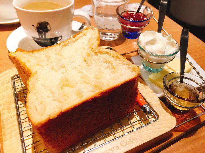 最高のトーストを。銀座「俺のBakery&Cafe」で絶品食パンをいただく