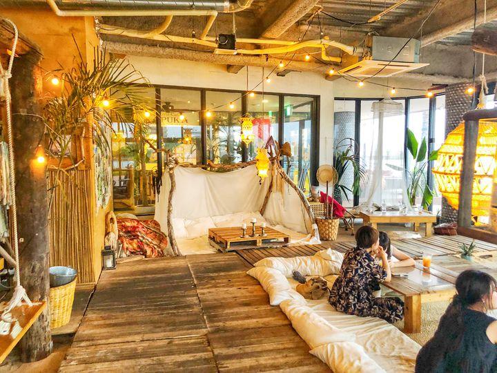 砂浜にブランコがあるカフェ?沖縄「Jungulila cafe」が気になる