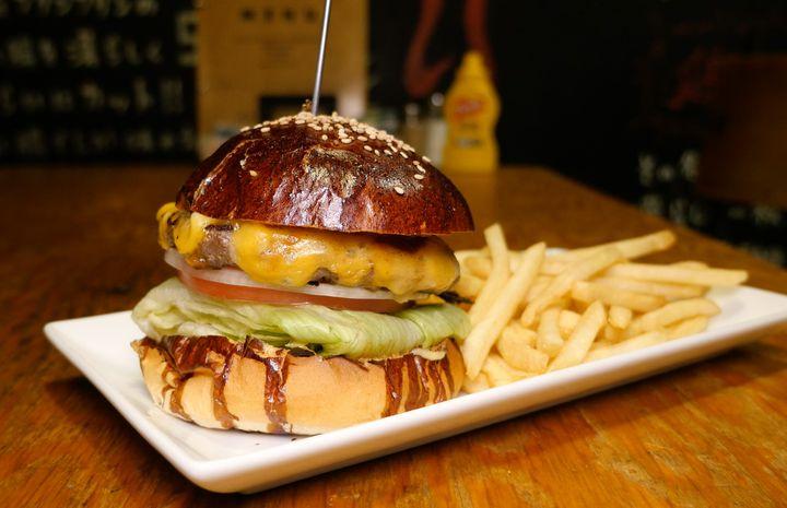 豪快にかぶりつけ!東京都内で絶品「チーズバーガー」が食べられるお店9選