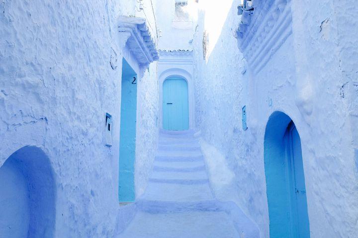 """世界の絶景、色別に。""""青""""が好きな人に贈る引き込まれる青の絶景10選"""