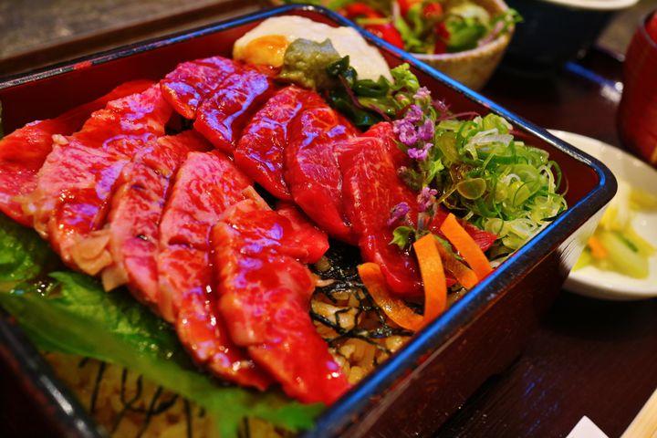暑い夏こそ牛肉を食べて乗り切ろう!関西地方の「必食牛丼」7選