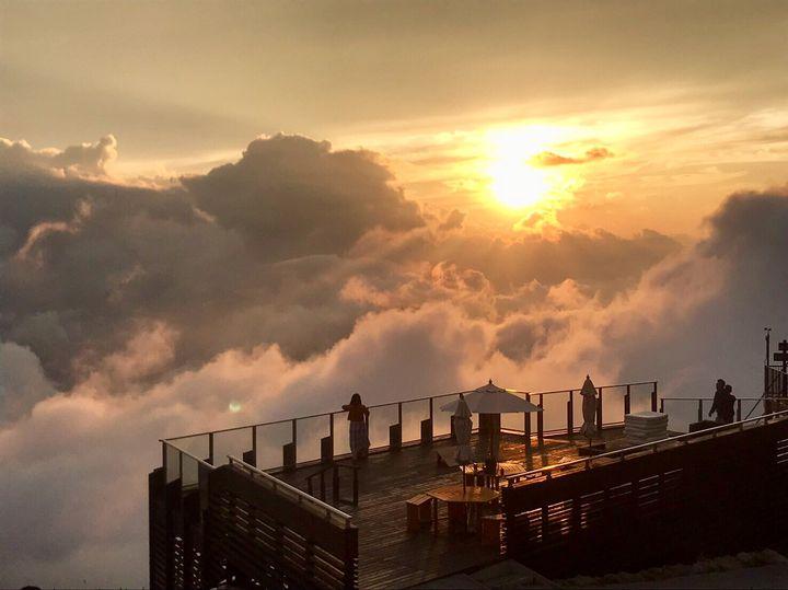 今年の夏は壮大な景色を堪能!全国の絶景テラス10選