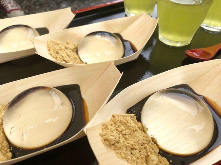山梨でしか食べれない幻のスイーツ!夏の土日限定「水信玄餅」を実際に食べてみた