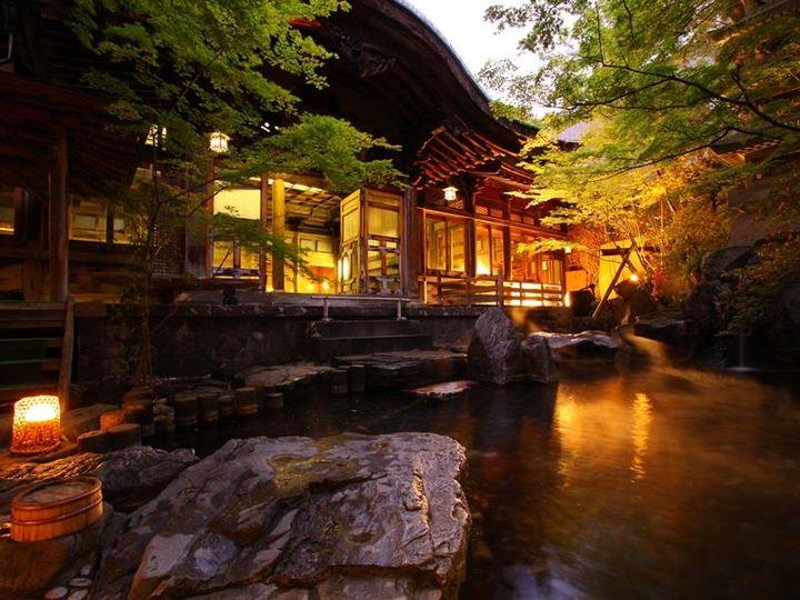 温泉で癒されたい方必見!長野・湯田中温泉の老舗旅館「よろづや」をご紹介