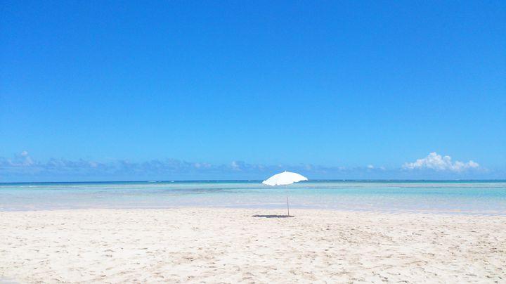"""ハワイ以上の美しさ!日本国内で行くべき""""絶景サンドバー""""6選"""