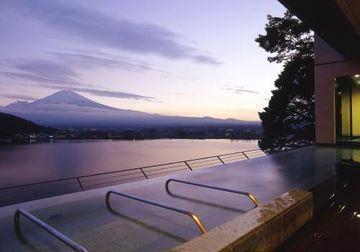 最高の景色を大好きなあなたと。カップルで訪れたい山梨の贅沢な宿10選