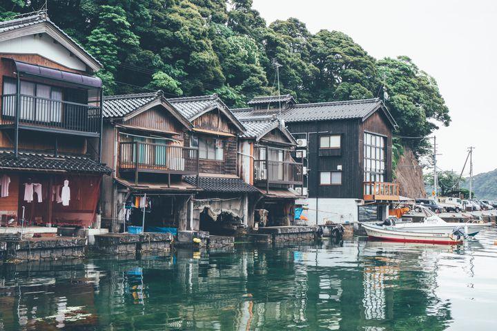 """そこは和風ベネチア!水に浮かぶ京都の不思議な町""""伊根の舟屋""""とは"""