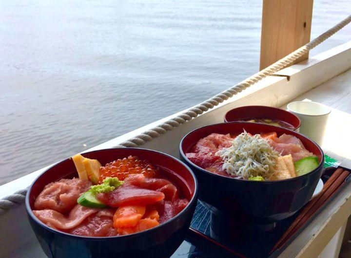 絶景&絶品&最強コスパ!東京湾が見渡せる「マグロ卸のマグロ丼の店」とは