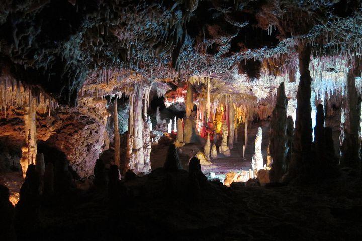 冒険心くすぐる未知の世界!スペインの「ドラック洞窟」が絶景だと話題