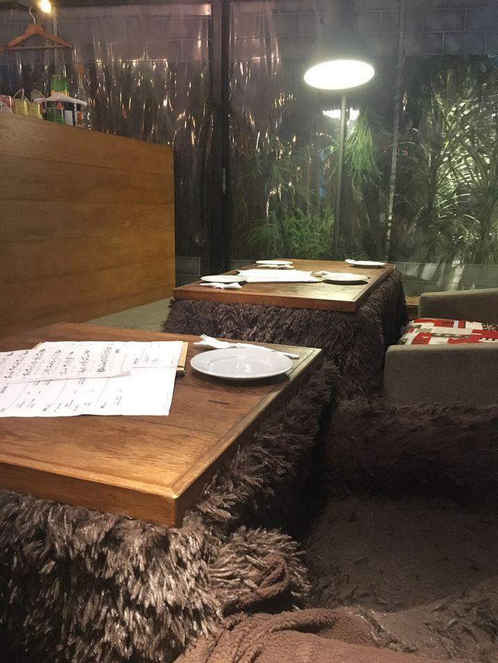 冬はほっこりぬくぬくデート。東京都内の「こたつカフェ」10店に注目