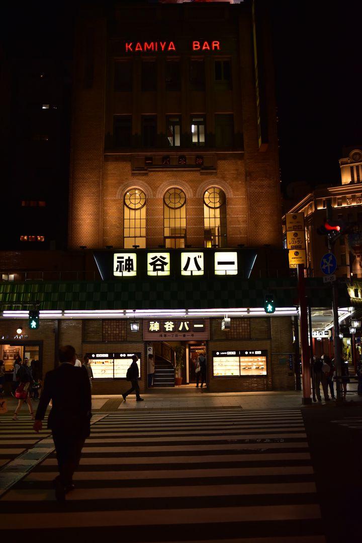 お酒好きは行くべし。日本のバー・電気ブランの生みの親「神谷バー」の魅力