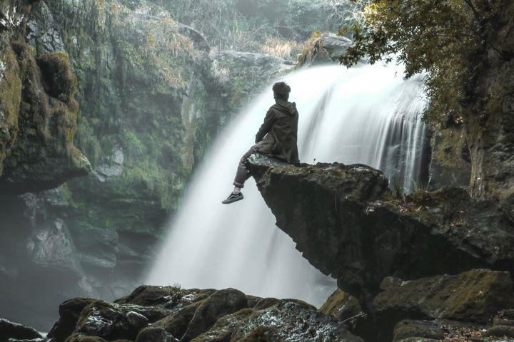 まるで妖精のような1枚を。カメラ好きも集まる『黄牛の滝』に行きたい ...