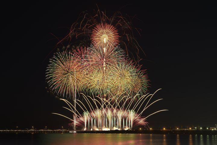 【終了】江ノ島をバックにロマンチックな秋花火を。「ふじさわ江の島花火大会」開催