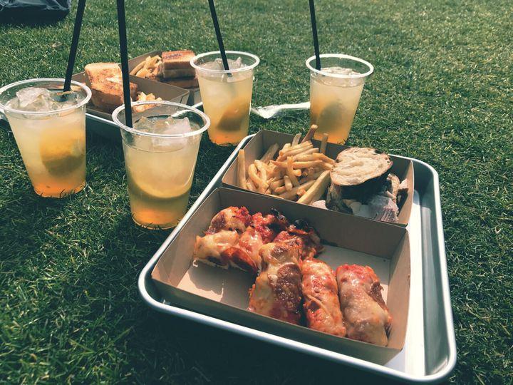 南池袋公園で気軽にピクニック!池袋東口のテイクアウトグルメ10選