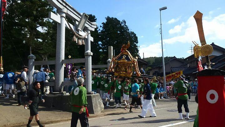 【終了】活気にあふれる祭で秋をスタート!「熊甲二十日祭の枠旗行事」が石川県で今年も開催
