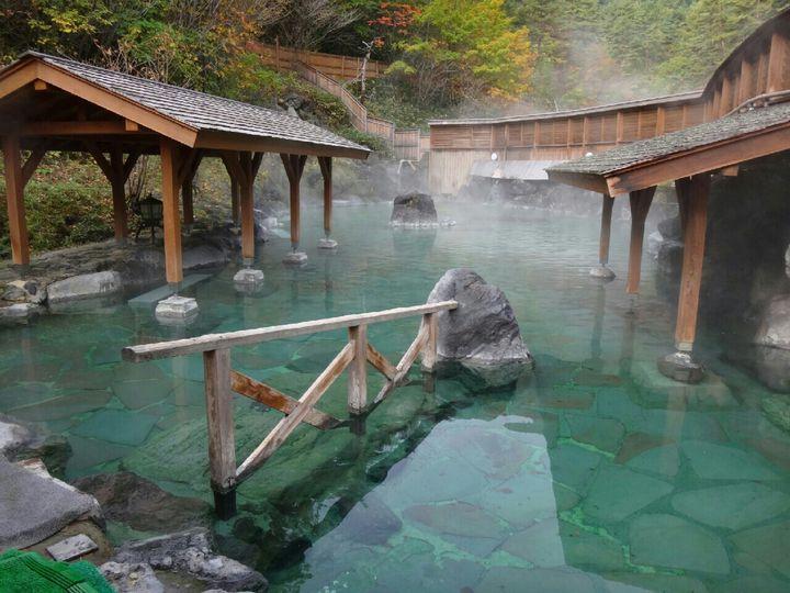 温泉好きがおすすめする!緑の絶景広がる初夏に行きたい絶景『新緑露天風呂』10選