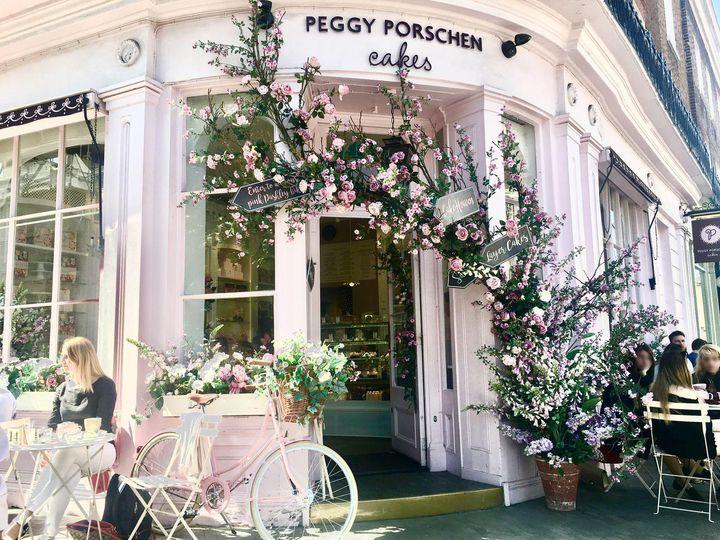 花に囲まれたカフェ!ロンドンの「ペギーポーシェンカップケーキ」が可愛すぎる