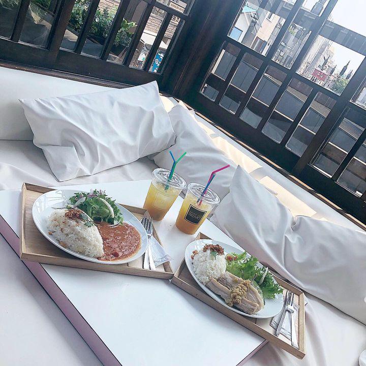 一面ふかふかソファーのカフェ!鎌倉「UNDER THE PALMO」が素敵すぎる