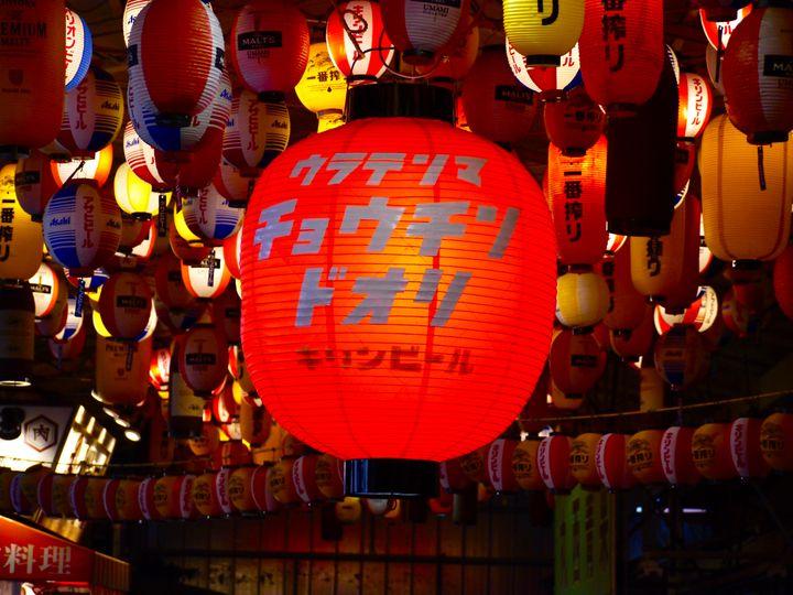 美味しい飯と幻想的な景色。大阪で呑むなら「ちょうちん通り」で決まり!