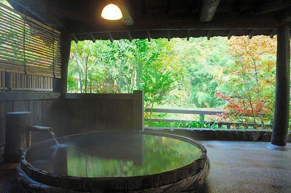 ここは本当に国内?非日常が味わえる日本の「森の中に佇む絶景ホテル」8選