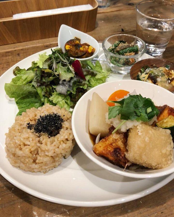 キレイを作るためには食べるものから!大阪のおすすめヘルシーランチ10選