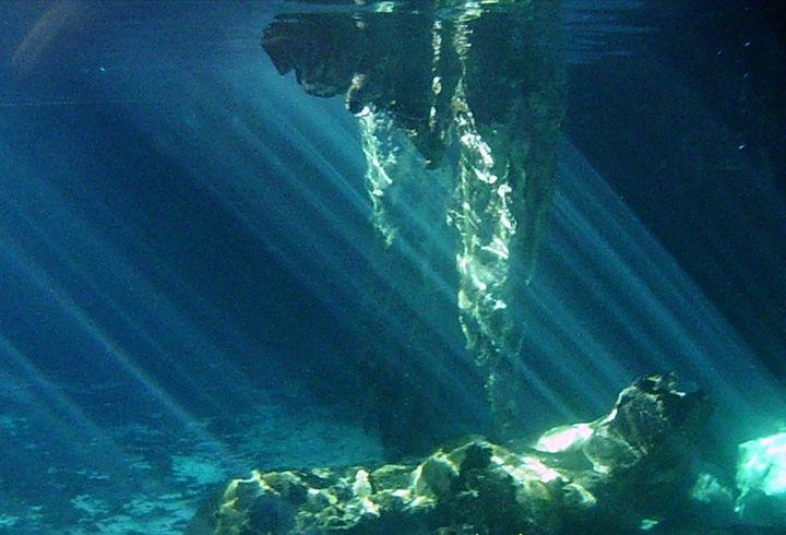 ダイバーなら1度は潜りたい!世界中の極上ダイビング・スポット15選